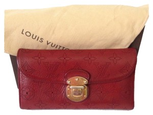 Louis Vuitton Authentic Louis Vuitton Amelia Mahina Leather Wallet