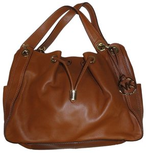 Michael Kors Tote Leather Handbag Backpack Wallet Mk Ludlow Leather Lambskin Soft Satchel in Walnut Brown