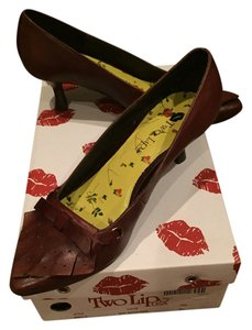 Two Lips Brown Pumps