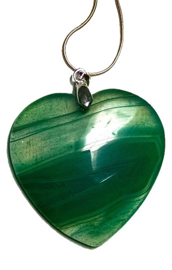 Preload https://img-static.tradesy.com/item/9060067/green-silver-agate-gemstone-heart-925-j1536-necklace-0-2-540-540.jpg