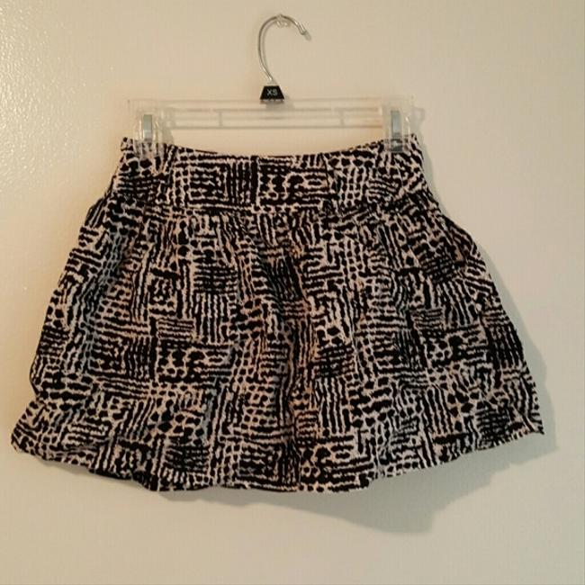 Forever 21 High Waisted Flowy Skirt Black and white