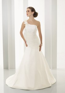 Mori Lee Ivory Satin 4523 Modern Wedding Dress Size 6 (S)