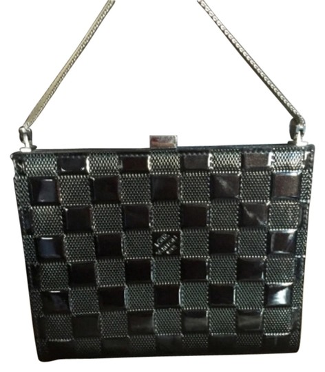 Preload https://item3.tradesy.com/images/louis-vuitton-damier-vernis-angel-pm-amarante-dark-brown-black-patent-leather-clutch-9065167-0-2.jpg?width=440&height=440