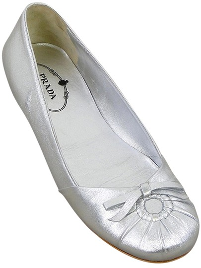 Preload https://item4.tradesy.com/images/prada-silver-leather-pleated-ballet-flats-size-us-55-906758-0-0.jpg?width=440&height=440