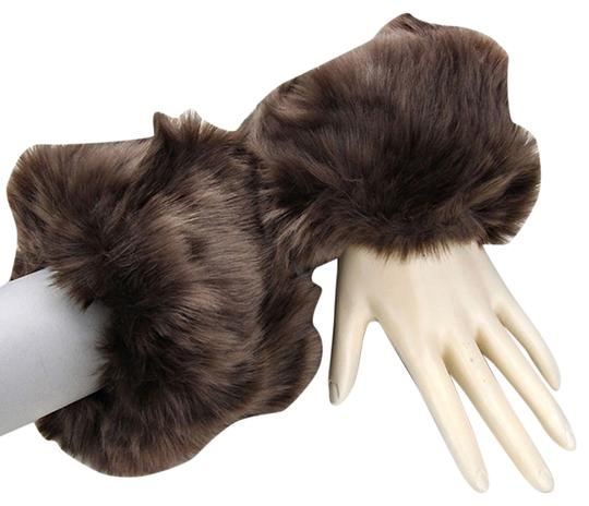 Preload https://img-static.tradesy.com/item/9068032/brown-faux-fur-arm-warmer-gloves-0-4-540-540.jpg