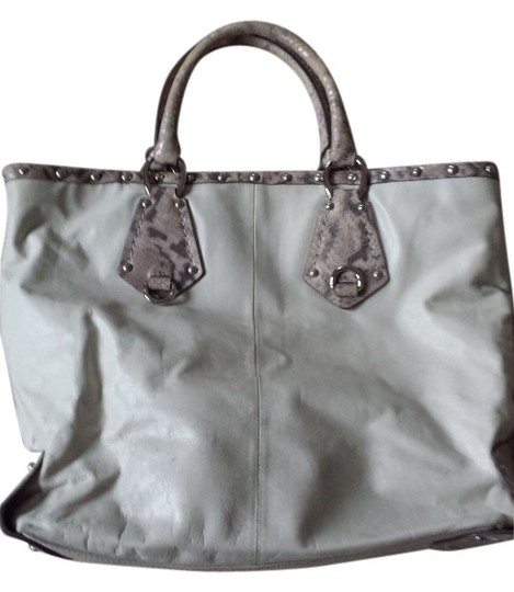 Preload https://item1.tradesy.com/images/via-spiga-light-beige-leather-tote-9075625-0-2.jpg?width=440&height=440