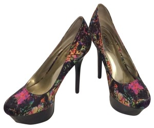Carlos Santana Multicolor Pumps