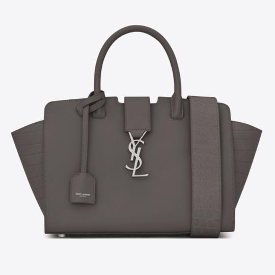 Preload https://item5.tradesy.com/images/saint-laurent-downtown-cabas-in-smooth-and-crocodile-embossed-leather-satchel-9094279-0-4.jpg?width=440&height=440