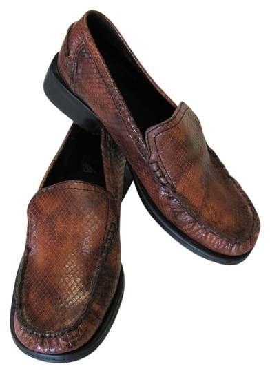 Preload https://img-static.tradesy.com/item/9094321/white-mountain-brown-leather-very-good-condition-reptile-design-flats-size-us-75-regular-m-b-0-2-540-540.jpg