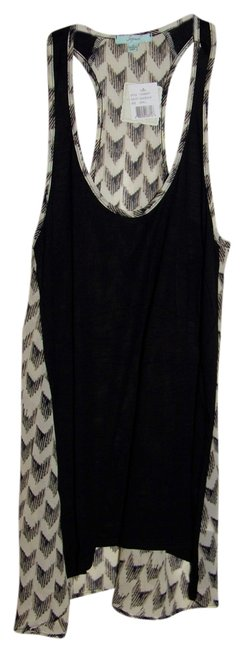 Preload https://item3.tradesy.com/images/soprano-black-and-white-chevron-tank-topcami-size-6-s-909757-0-0.jpg?width=400&height=650