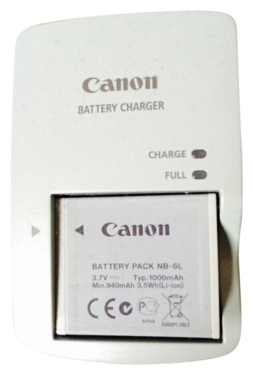 Preload https://item2.tradesy.com/images/canon-canon-battery-charger-910231-0-0.jpg?width=440&height=440
