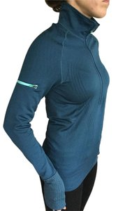 Lululemon Wet Dry Warm Run Pullover- Awesome detail
