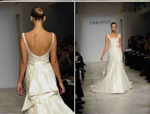 CHRISTOS Ivory Silk Feminine Wedding Dress Size 6 (S)