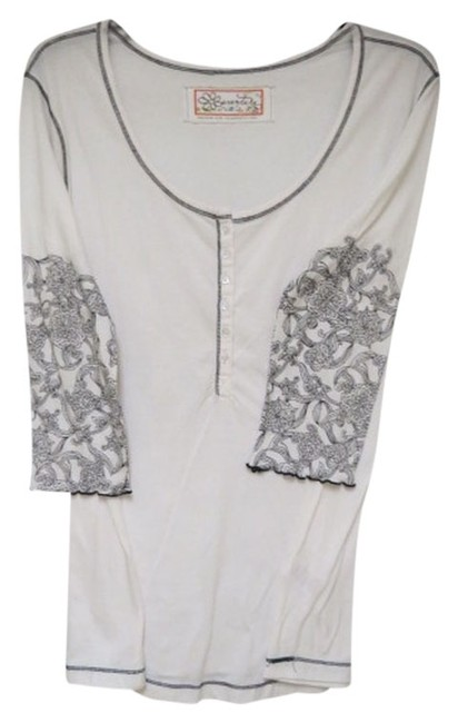 Preload https://item5.tradesy.com/images/white-with-black-button-down-top-size-14-l-912694-0-0.jpg?width=400&height=650