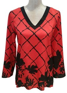 New York & Company Lightweight V-neck Red Palm Print Top red black