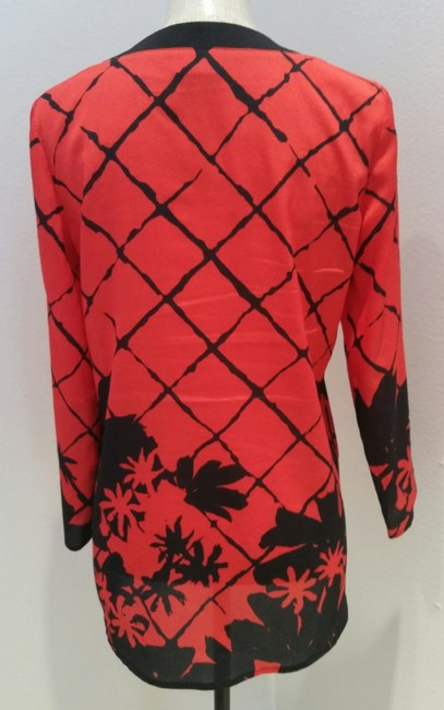 New York & Company Lightweight V-neck Palm Print Top red black