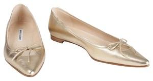Manolo Blahnik Pointed Toe Ballet Metallic Chic Gold Flats