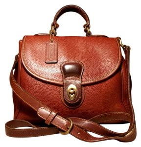 b70e20221 Coach Vintage Sheridan Collection Pebbled Leather Brass Hardware Boho Chic  Distressed Large Cross Body Bag