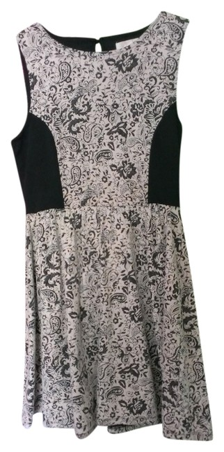 Preload https://item2.tradesy.com/images/rewind-black-and-white-paisley-comfortable-day-above-knee-short-casual-dress-size-12-l-914396-0-0.jpg?width=400&height=650