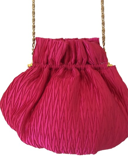 Preload https://img-static.tradesy.com/item/9145174/la-regale-pleated-evening-pouf-hot-pink-satin-baguette-0-1-540-540.jpg