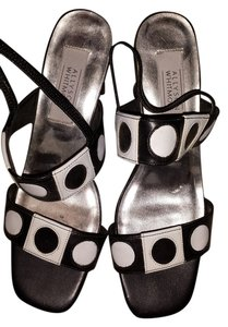 Allyson Whitmore Non-smoking No Pet Home Black & White Sandals