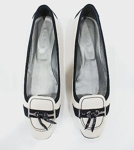 Tod's Patent Leather Beige Flats