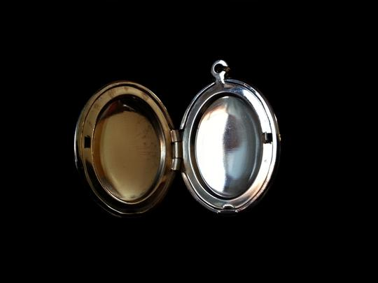 Other Beautiful Cameo Locket which opens