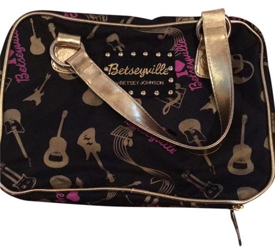 Preload https://img-static.tradesy.com/item/9158215/betsey-johnson-makeup-with-inner-pockets-wrap-around-zip-black-and-gold-weekendtravel-bag-0-1-540-540.jpg