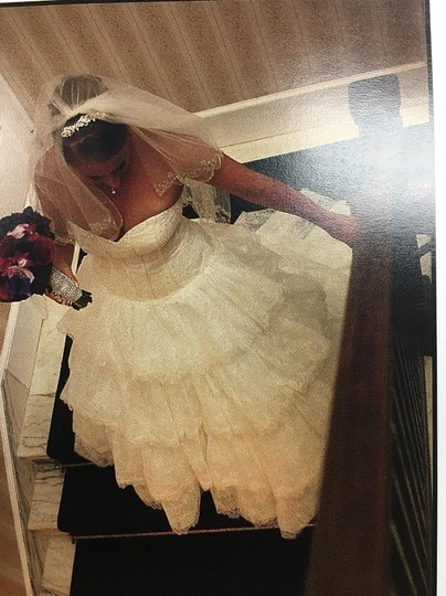 Dennis Basso Ivory Lace Sweatheart Ball Gown In Formal Wedding Dress Size 10 (M)