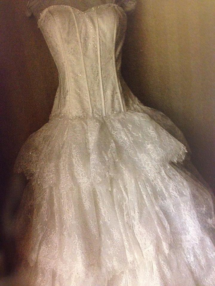 Dennis Basso Ivory Lace Sweatheart Ball Gown In Formal Wedding Dress ...