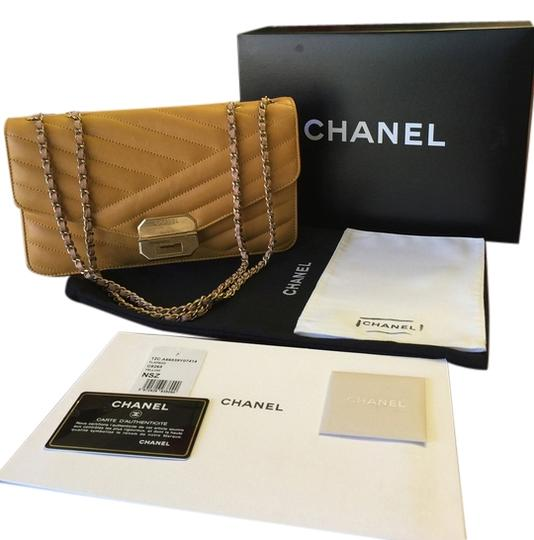 Preload https://img-static.tradesy.com/item/9165094/chanel-classic-flap-chevron-yellow-calf-leather-shoulder-bag-0-1-540-540.jpg