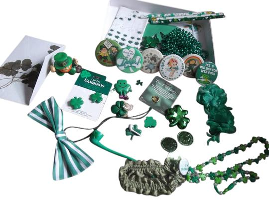 Preload https://img-static.tradesy.com/item/9165607/green-white-large-bundle-of-new-irish-items-necklace-0-11-540-540.jpg