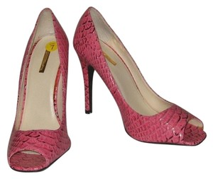 Michael Antonio pink Pumps