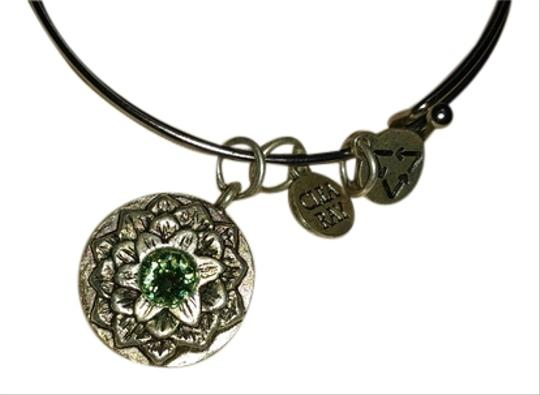 Preload https://img-static.tradesy.com/item/9168787/silver-and-peridot-clea-with-flower-bracelet-0-5-540-540.jpg