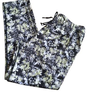 Lululemon New With Tags Lululemon Jet crop Slim Floral Cross Court Petal Size 4
