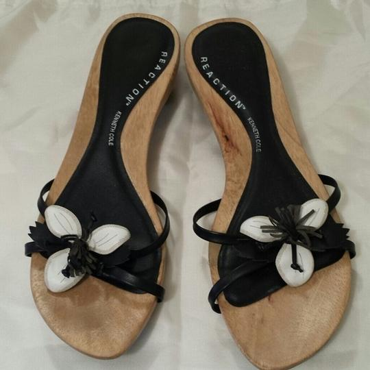 Kenneth Cole Reaction Flowers Black and White Sandals