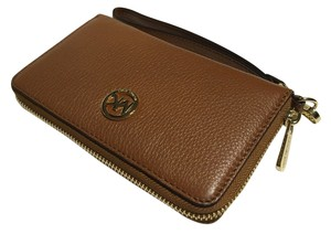 Michael Kors Cach Wristlet in Luggage