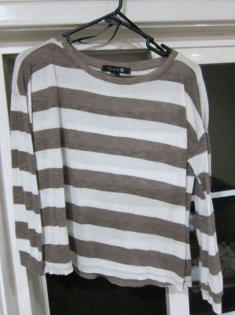 Preload https://item2.tradesy.com/images/forever-21-brown-and-white-bold-stripes-oversize-sweaterpullover-size-8-m-9196-0-0.jpg?width=400&height=650