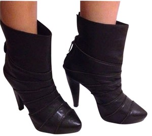 Pour La Victoire Zipper Leather Ankle Heel Blac Boots