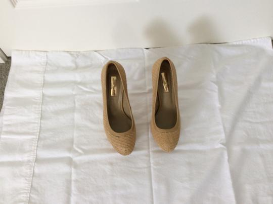 Report Signature Beige Pumps