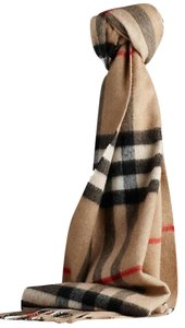 Burberry (NEW W/TAG.) 100% cashmere Camel Beige colored scarf wrap muffler