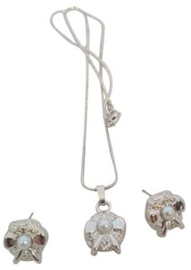 Boutique New Silver & Gray Faux Pearl Bow Necklace, Pendant & Earrings Set