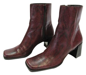 Nine West Leather Size 7.00 M Very Good Condition Reptile Design Dark Red, Black Boots