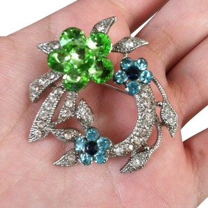 Other Crystal floral broach