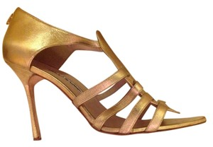 Manolo Blahnik Leather Saldals gold Sandals