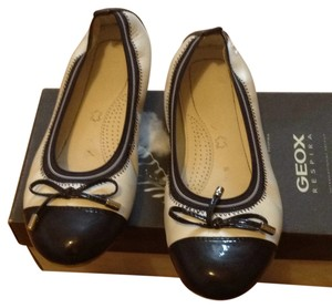 Geox White/navy Flats