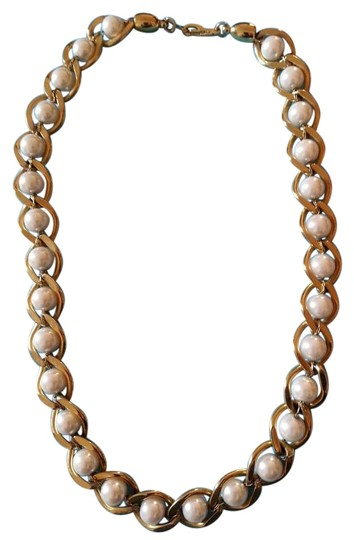 Preload https://img-static.tradesy.com/item/9266902/gold-white-faux-pearl-necklace-0-3-540-540.jpg