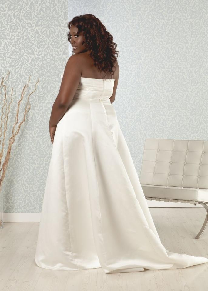 Real size bride tabitha plus size simple a line ivory for Real simple wedding dresses