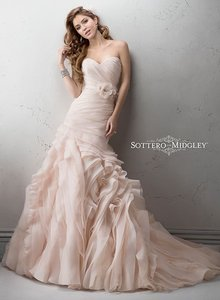 Sottero and Midgley Soft Blush Organza Sorrento Feminine Wedding Dress Size 8 (M)