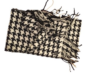Banana Republic Banana Republic Black & White Houndstooth Ladies Scarf. Warm & Comfy HUGE wrap scarf.